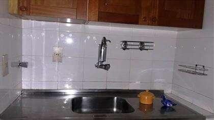 cozinha com armários.
