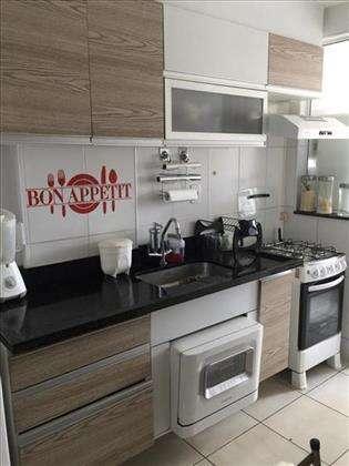 cozinha com armários de boa qualidade.