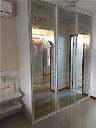 armários embutidos nos 3 quartos.