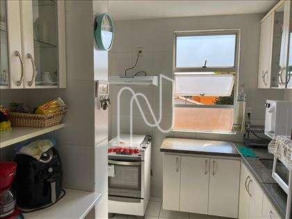 Cozinha com armários, outro ângulo