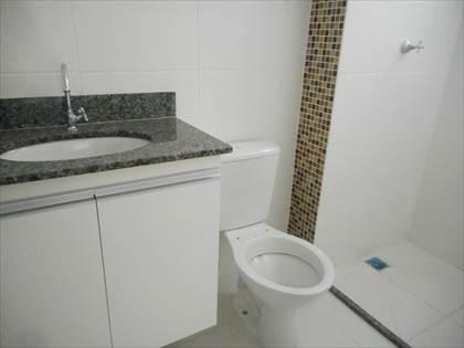 banho suíte com armário