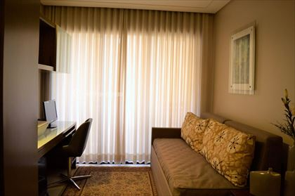 escritório ou tv com varanda