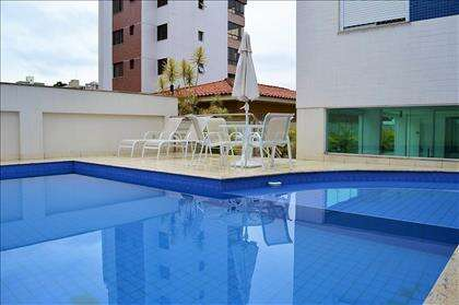 piscina infantil e adulto edifício