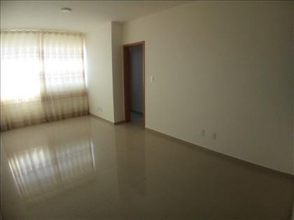 Sala para 2 ambientes com cortinas novas