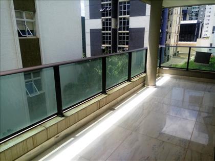 Varandão de 31 m² integrada com a Sala