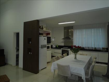 Sala de jantar integrada a cozinha