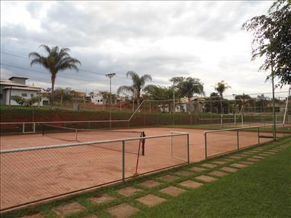 Quadra de tênis em saibrodo clube