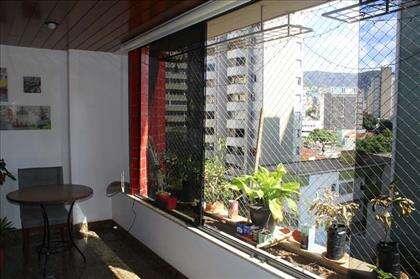 Varanda incorporada a sala de estar / jantar