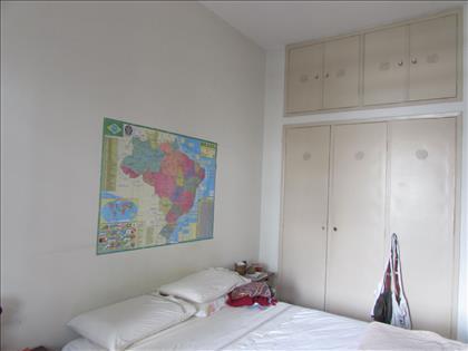 Quarto 01 com armário