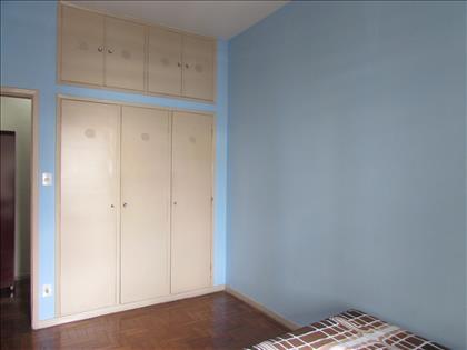 Quarto 02 com armário