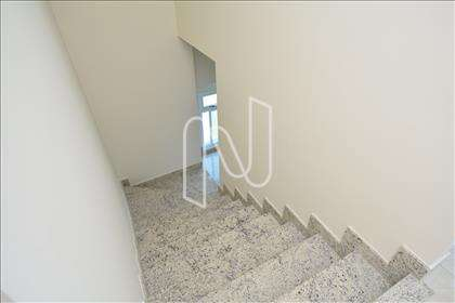 Escadaria de acesso ao 2º pavimento