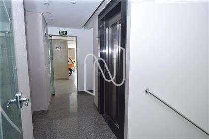 Prédio com elevador