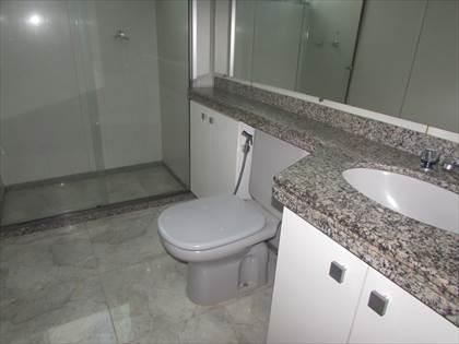 Banheiro social com box