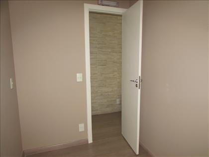 Sala 02 com armários