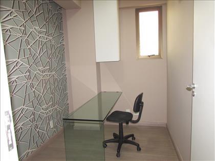 Sala 04com armário e bancada