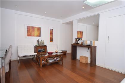 Sala ampla para 02 ambientescom lavabo
