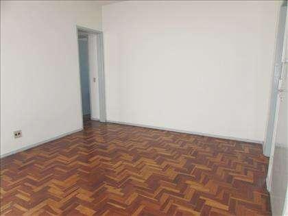 Sala ampla piso em taco