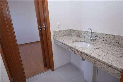 Banheiro semi suítecom bancada em granito