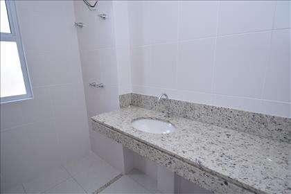 Banheiro suíte master com bancada em granito