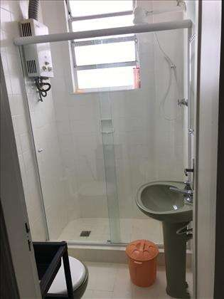 Banheiro social com aquecedor a gás