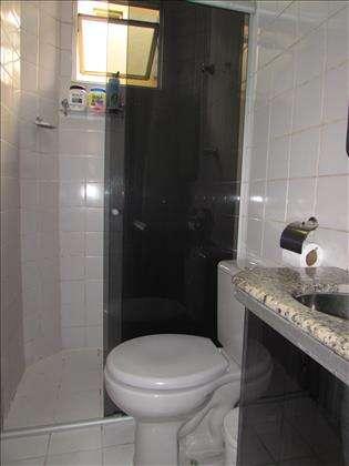 Banheiro socialcom armário