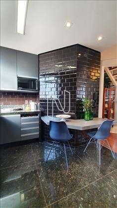 Cozinha planejada com armários
