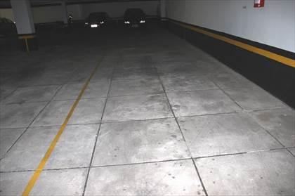 Duas vagas de garagem cabem três carros