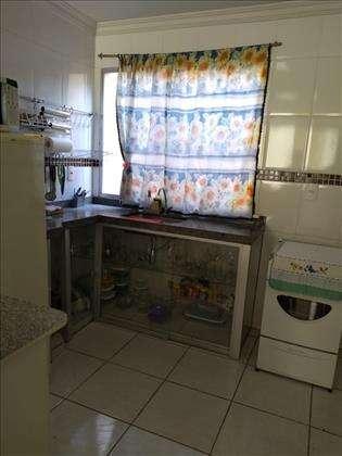 Cozinha com bancadas em granito