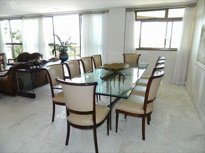 Sala de jantar ângulo 1