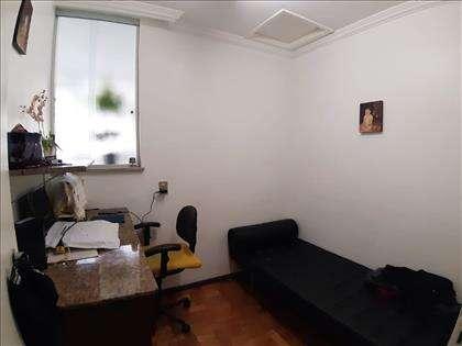 Quarto DCE transformado em escritório