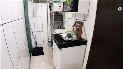 Área serviço com porta vidro temperado.
