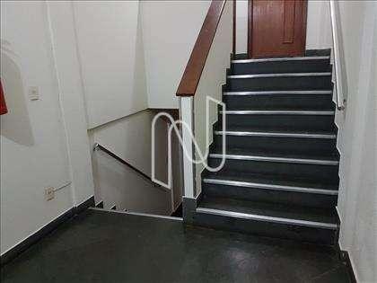 Escadas de acesso ao andar