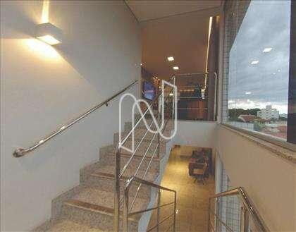 Escada de acesso ao segundo piso