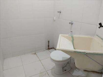 banheiro com tanque
