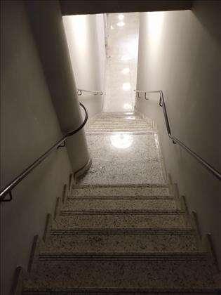 escada acesso nível rua
