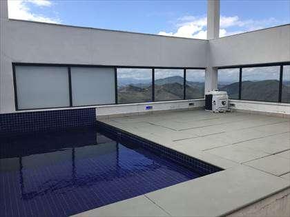 Cobertura com piscina e linda vista