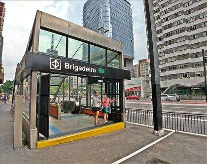 Próximo a Entrada da Estação Metrô