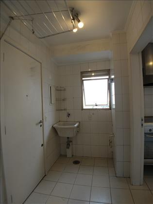 Área Serviço c/quarto e banheiro
