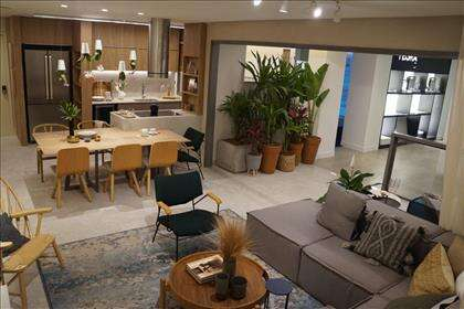 Sala ampla com cozinha integrada