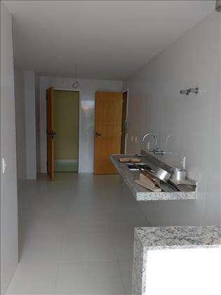 Boa cozinha com aquecimento solar na pia