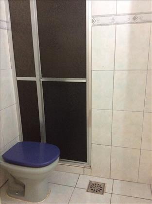 Banheiro social com box em alumínio