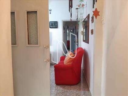 Sala intima com porta de correr