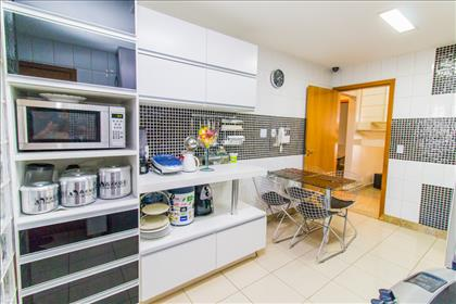 08- Cozinha e porta de serviço