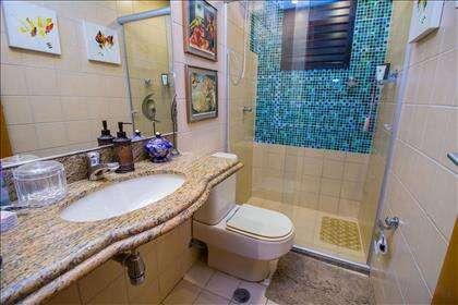 17 - Banheiro outro ângulo.jpg