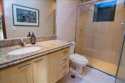 06 - Banheiro superior (2).jpg