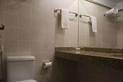 08 - Banheiro outro ângulo.jpg