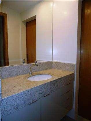 08 - Banheiro Semi Suíte com armários planej