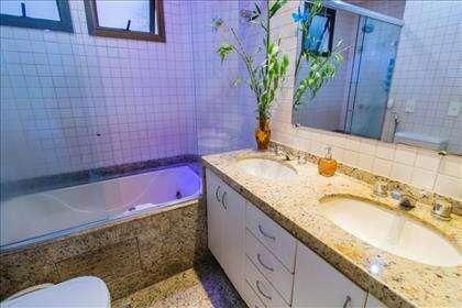 14 - Banheiro suíte master com hidromassagem