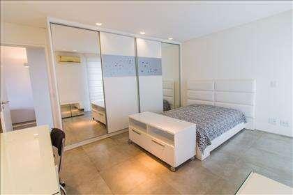 23 - Suíte 02 piso superior com armários pla