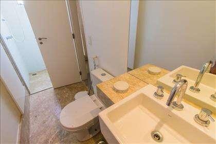 21 - Banheiro Social piso superior.jpg